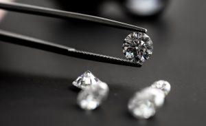デビアス・グループ、工業ブロックチェーン上で鉱山から小売店までのダイヤモンドの追跡に初成功