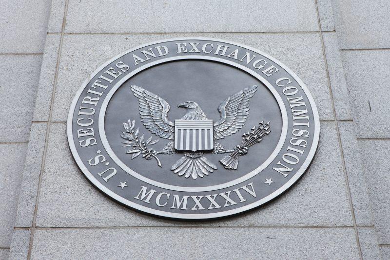 ビットコインETFの決定が9月に延期されBTCが下落